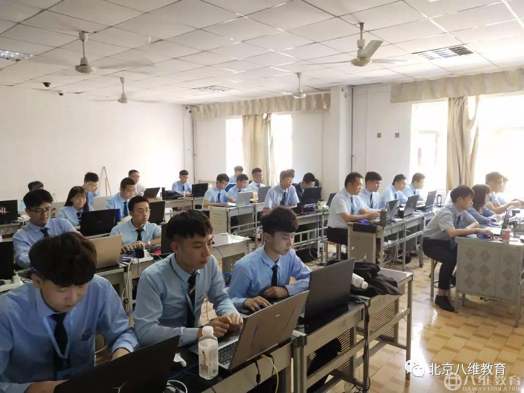 针对性的课程设置和就业服务